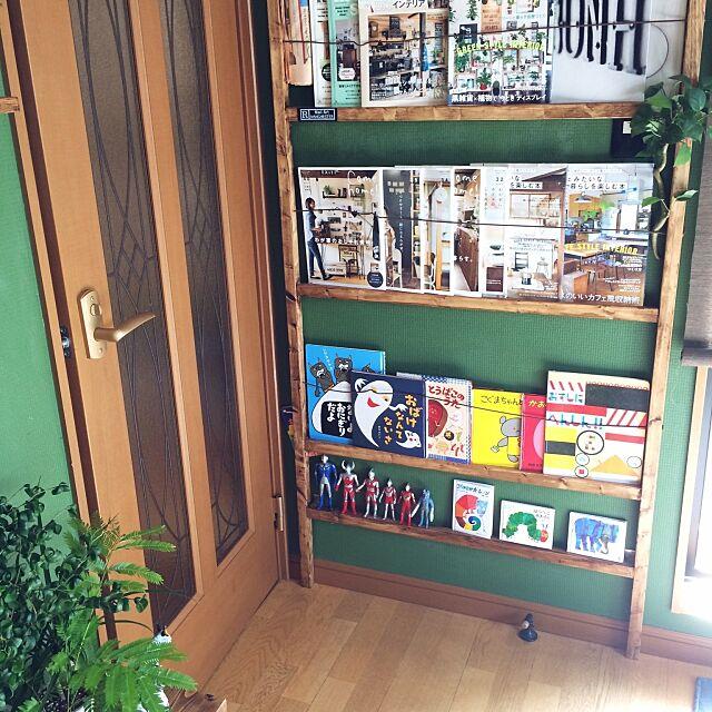 いつも読む雑誌もインテリアに♪みんなに見せたくなる本棚にしよう