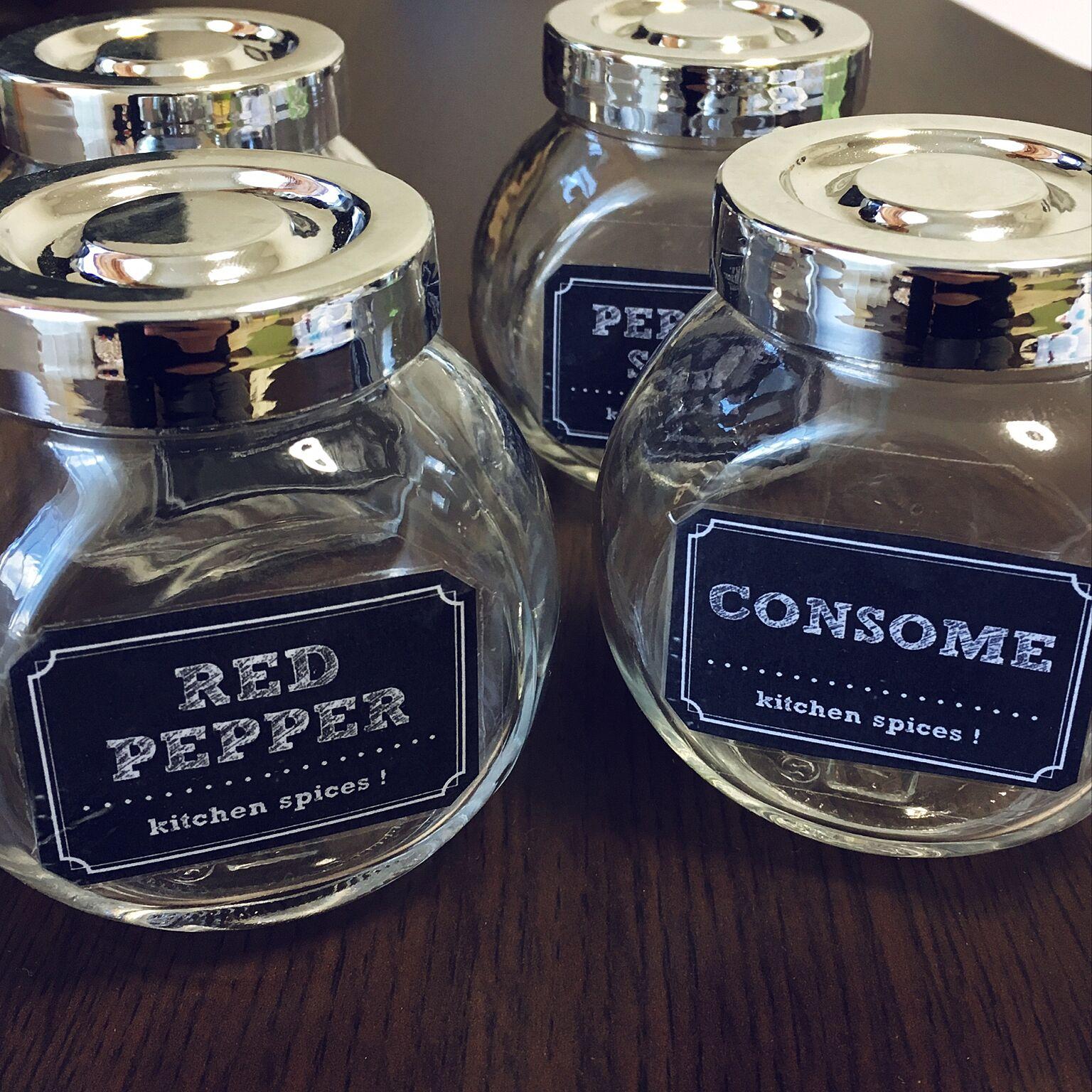 コロンとした可愛いガラス瓶には洋風スパイスを。