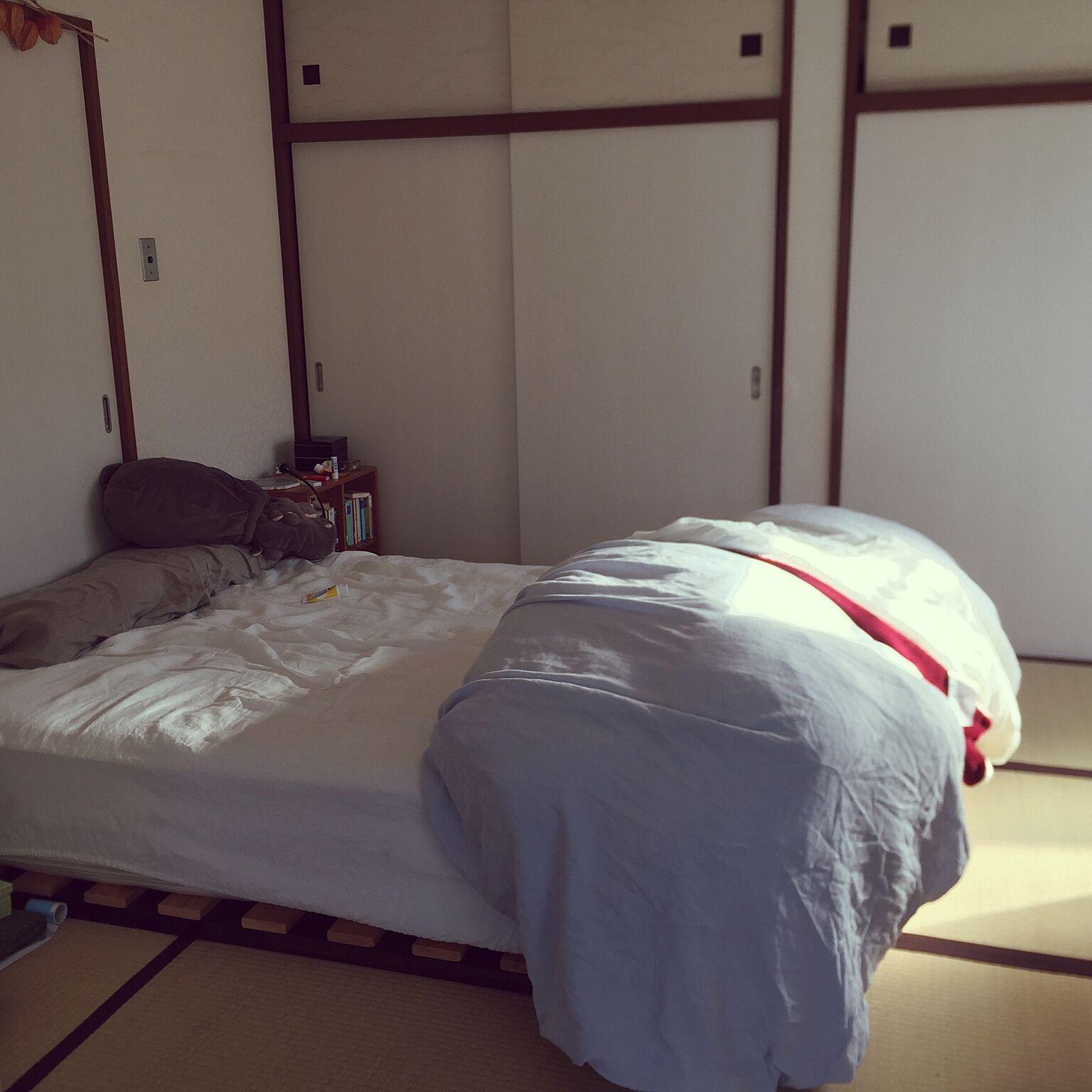 女性で、1LDKのベッド周り/DIY/クイーンサイズ/和室/たたみ/ナチュラル…などについてのインテリア実例を紹介。