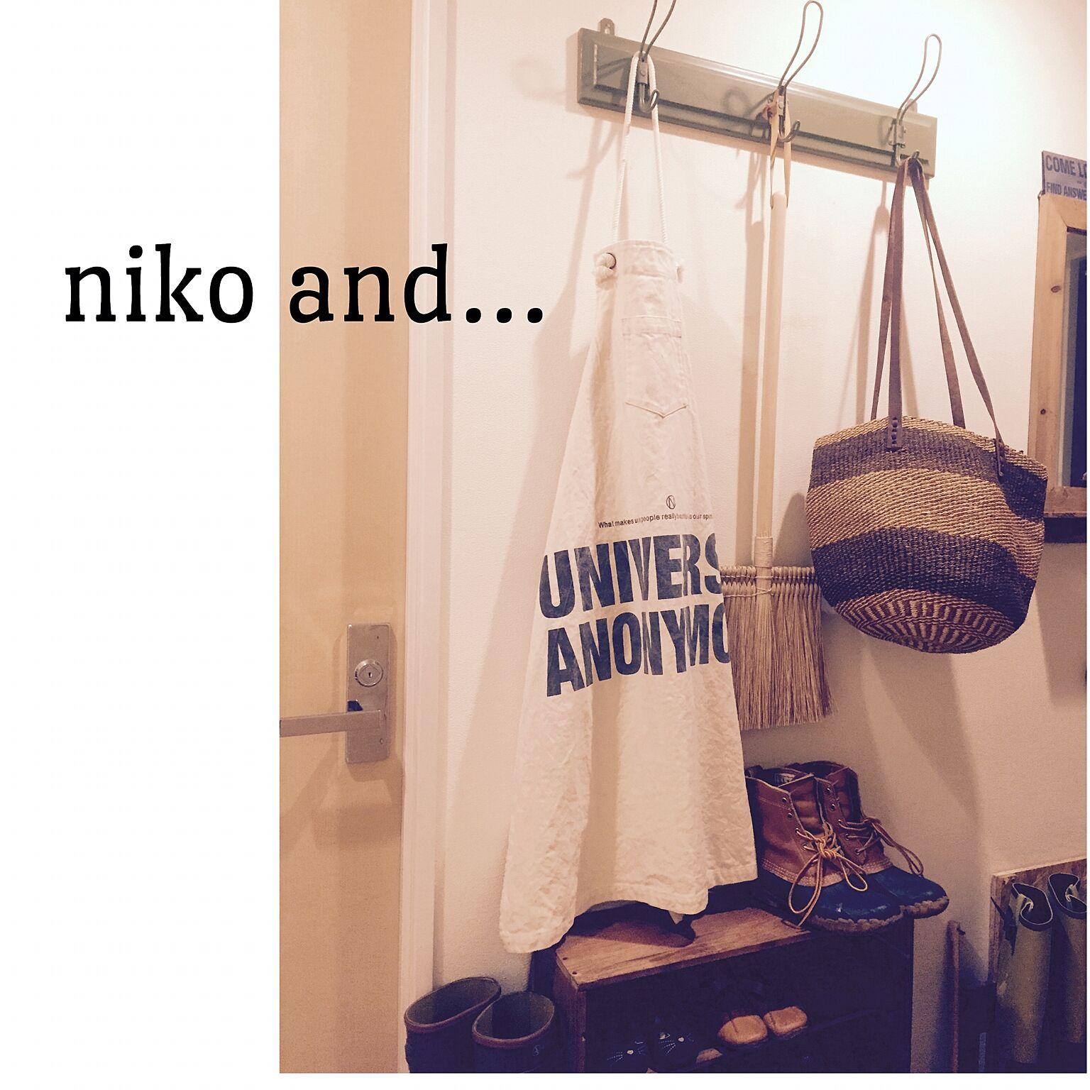 ナチュラルカッコいい玄関入口にniko and…の白エプロンが馴染んでいます。