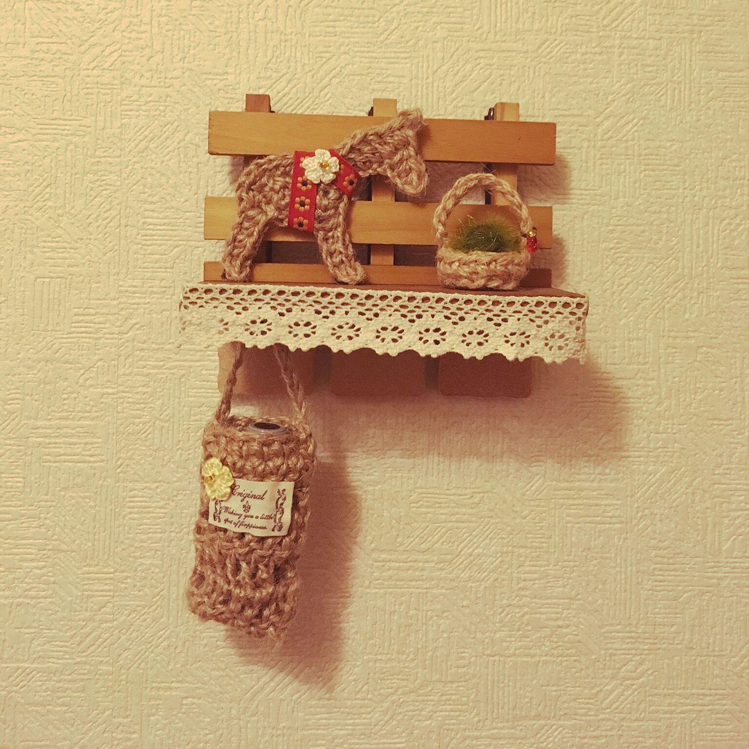 こちらは、麻ひもで手編みした作品です。ダーラナホースや印鑑ケースなど、まるで雑貨のようにディスプレイされており、印鑑が入っているとは気付けないかわいい作品です。