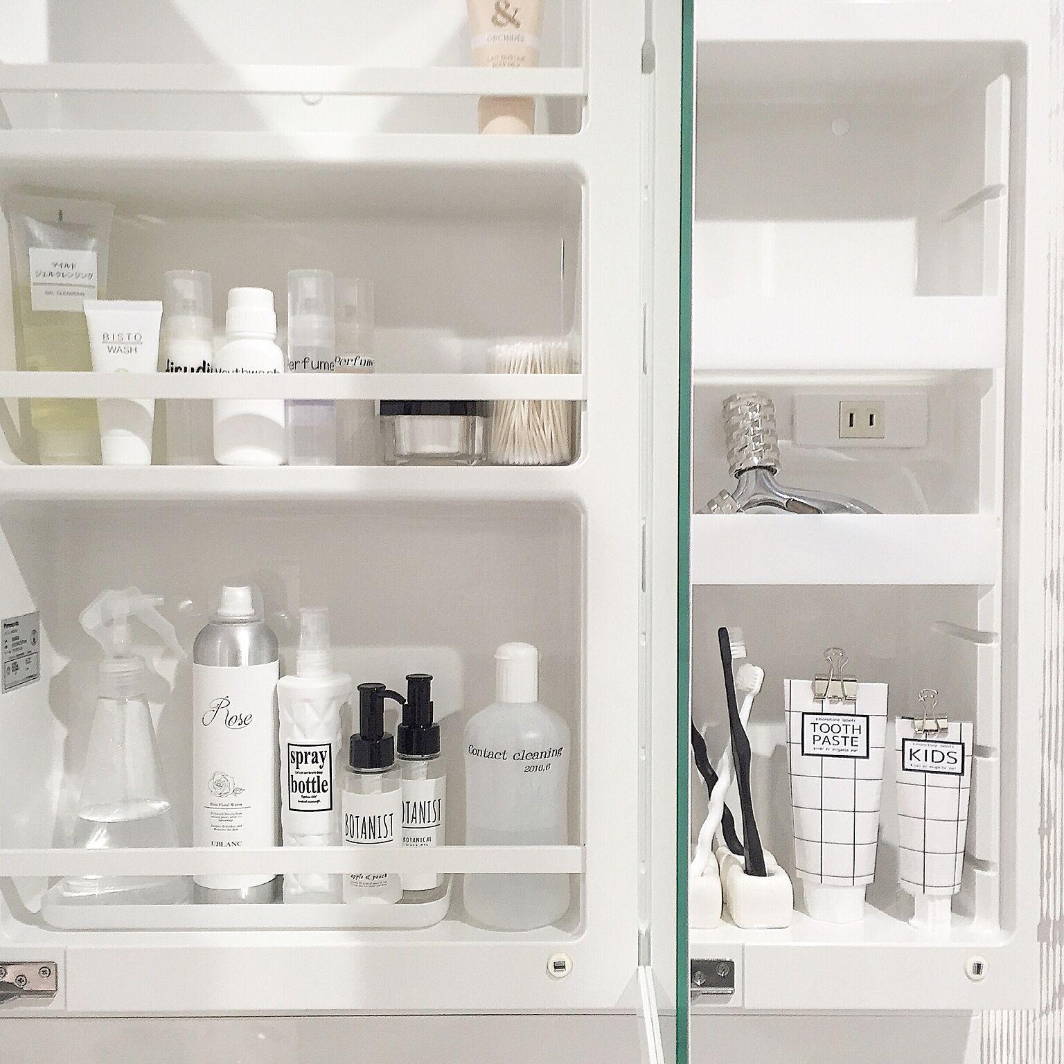洗面用具の収納もパッケージの色を統一したり、詰め替えたりしながら見せ方を工夫しましょう。