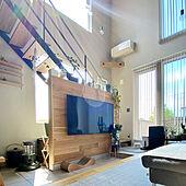 大窓/板張りの壁/独立壁/壁掛けテレビ/ペンダントライト...などのインテリア実例 - 2021-07-11 23:49:53