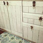 印象をがらりと変える!棚が格上げされる引き出し&扉の取っ手リメイク