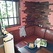 ピンクの壁のインテリア実例