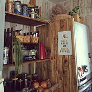 冷蔵庫隠しの板壁のインテリア実例
