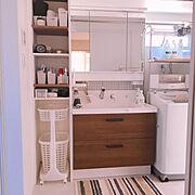 洗面所/リクシルの洗面台/ピアラ/セリア タイルシール/アイアンペイント/取っ手リメイク…などのインテリア実例