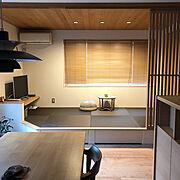 ルイスポールセン/飛騨産業/板張り天井/畳コーナー/格子/栗色の畳…などのインテリア実例