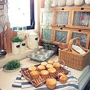 ナチュラルキッチン/フォトフレーム/フェイクグリーン/収納/リメイク/調味料棚…などのインテリア実例
