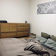 キャビネット/フローリングに布団/すっきり暮らしたい/マリメッコファブリックパネル/ベッドなし…などのインテリア実例