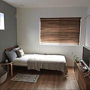グレー好き/無印良品/寝室/グレーの壁紙/アクタス/ウッドブラインド…などのインテリア実例