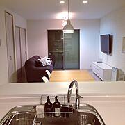 ペンシルライト/IKEAダイニングテーブル/IKEA/壁掛けテレビ/白い床…などのインテリア実例