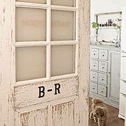 ワンコと暮らす家/シャビーシック/セルフリフォーム/DIY/洗面室引戸/引戸リメイク…などのインテリア実例