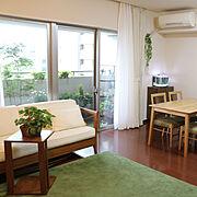 サイドテーブル/花のある暮らし/アイビー/リビング/チーク家具/緑のある暮らし…などのインテリア実例