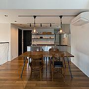アンティーク食器棚のインテリア実例写真
