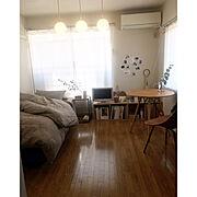 IKEA/ピカソ/ハンガーラック/テーブル/丸いテーブル/雑誌…などのインテリア実例