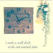 時計/オイルステイン ウォルナット/壁掛時計ムーブメント/時計針/英字新聞柄の包装紙/廃材…などのインテリア実例