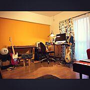 一人暮らし/音楽部屋/POP★/壁紙屋本舗/mustard/My Desk…などのインテリア実例