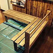 端材で作った手作りベンチのインテリア実例写真
