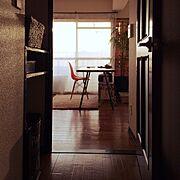西日の射す部屋/鉄脚/Entrance…などのインテリア実例
