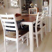 ペンキ塗った椅子/ダイニングDIY/ツートン家具大好き♡/ダイニングテーブルDIY/ベビーガード…などのインテリア実例
