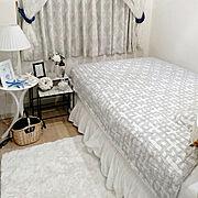 ベッドメイキング/ベッドスカート/ローラアシュレイ/ベッドサイドテーブル/ガーゼケット…などのインテリア実例