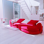 赤いテーブルのインテリア実例写真