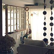 IKEA/IKEAのカーテン/IKEAのソファ/フォトモビール/ヨーヨーキルト風/格子の窓枠…などのインテリア実例