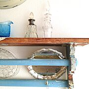 blue/antique/Old bottles /Old silver plate/kitchen shelf…などのインテリア実例