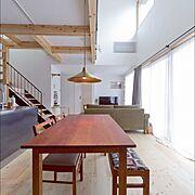 じょぶの家/じょぶ/ダイニングテーブル/無垢材/カーテン/化粧梁…などのインテリア実例