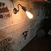 ステンシル/漆喰壁/フェイクグリーン♡/作業机DIY/脱落した壁/エジソン電球…などのインテリア実例