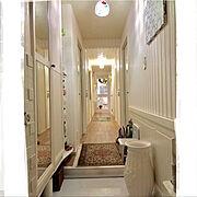 無駄に長い廊下/真ん中の絨毯はタブリーズ/真ん中の絨毯はわんこの滑り止め/ラグ…などのインテリア実例