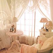 ピンク×ホワイト/アンティークランプ/好きな物に囲まれて暮らしたい♡/アンティーク雑貨…などのインテリア実例