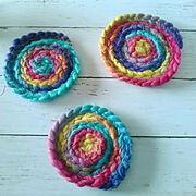 カラフル/かぎ針編み/キャンドゥ/毛糸/手作りコースター/北欧…などのインテリア実例
