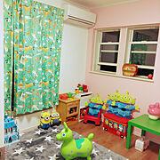 こどものいる暮らし/グリーン/ピンク/アクセントクロス/カーテン!/子供部屋&キッズスペース…などのインテリア実例