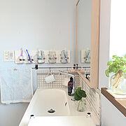 壁面収納/セルフリノベーション/IKEA洗面台/IKEA鏡/セリアのアイアンバー/ニトリのタオル…などのインテリア実例