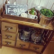 コルクボード/ブリキ缶/えんぴつオブジェ/収納棚/収納/木箱…などのインテリア実例