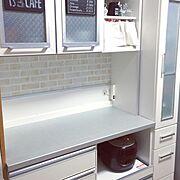シンプルにしたい/食器棚/リメイクシート/100均/ダイソー/リメイクシート レンガ…などのインテリア実例