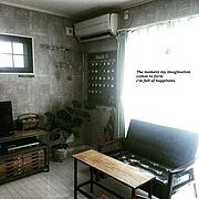 ソファー/テーブルdiy/カレンダーDIY/水道管インテリア/コンクリート調壁紙/テレビボードDIY…などのインテリア実例