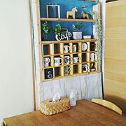 壁紙屋本舗/食器棚/プラダン/板壁風/マグ/セリア…などのインテリア実例