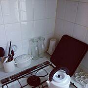 シンプル/モノトーン/白いキッチン/キャトルセゾン/無印良品/ホーロー…などのインテリア実例