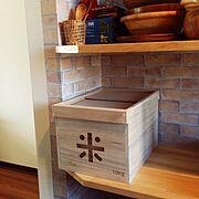 桐製/セリア/壁紙/米びつ/ウッド食器/レンガ壁紙…などのインテリア実例