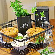 セリア/テーブルコーディネート/シフォンケーキ/植物が好き/NO GREEN NO LIFE/インテリア雑貨…などのインテリア実例