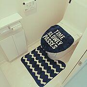 LIXILのトイレ/ネイビー×ホワイト/しまむら/トイレマット/しまむらのトイレマット/Bathroom…などのインテリア実例