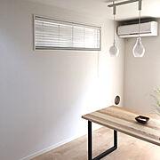 ウッドブラインド/ブラインド 木製/ダイニングテーブル/木目/アイアン/アイアンテーブル…などのインテリア実例