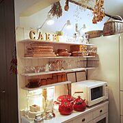 食器棚/カフェ風/ダイソー/照明/DIY/白…などのインテリア実例