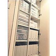 書類 収納/変な体勢で撮影/まとめ買い/積み重ねるケース/無印 ファイルボックス/ホワイトグレー…などのインテリア実例