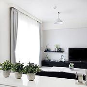 ホームシアター/Lounge/テレビ台/観葉植物/塩系インテリア/白黒インテリア…などのインテリア実例