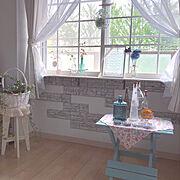 ハンドメイド椅子/出窓DIY/格子窓DIY/籠の中のフェイクも100均/posauru ちゃんのワイヤー籠…などのインテリア実例