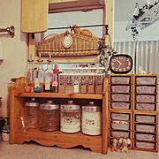 カフェ風インテリア/ナチュラルインテリア/キッチンカウンター/ダイソーの目覚まし時計/セリアの調味料入れ…などのインテリア実例